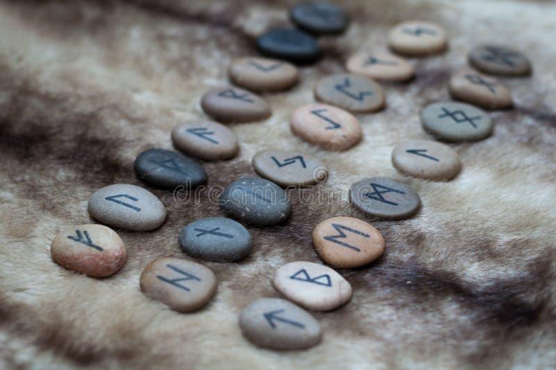 在毛皮的石诗歌 库存照片
