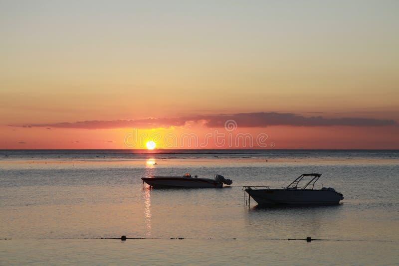 在毛里求斯的海岛上的日落 图库摄影