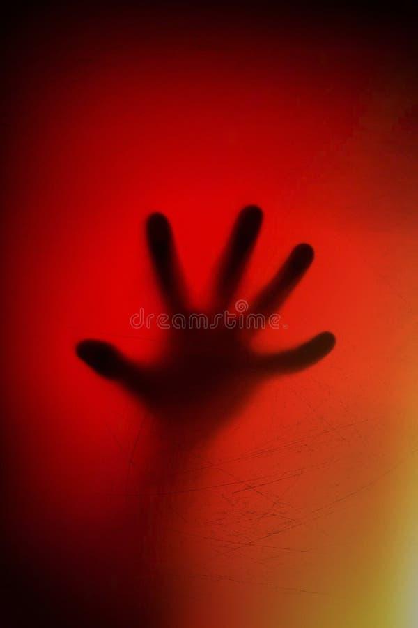在毛玻璃后的手 消沉,恐惧,恐慌,尖叫概念 免版税图库摄影