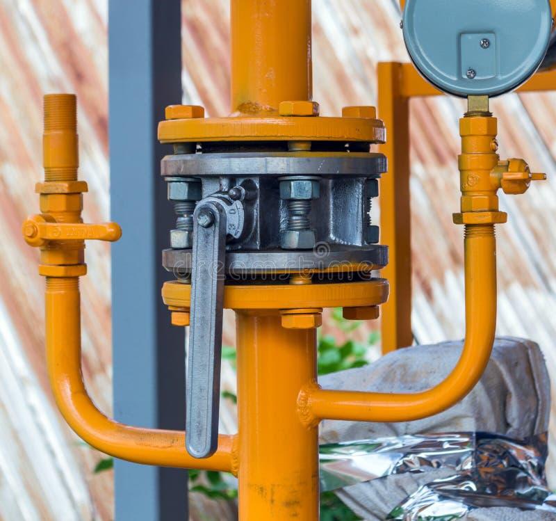 在气体管道部分的阀门 免版税图库摄影