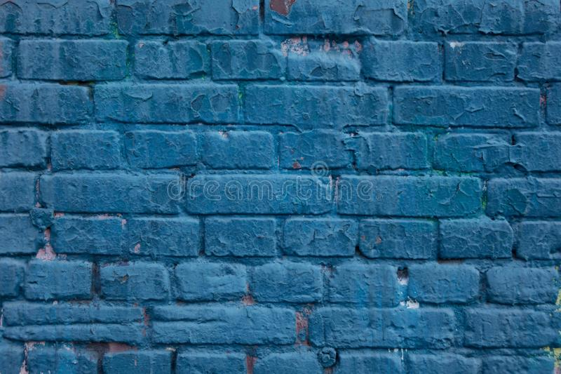 在水军蓝色口气的砖墙表面 E 库存照片