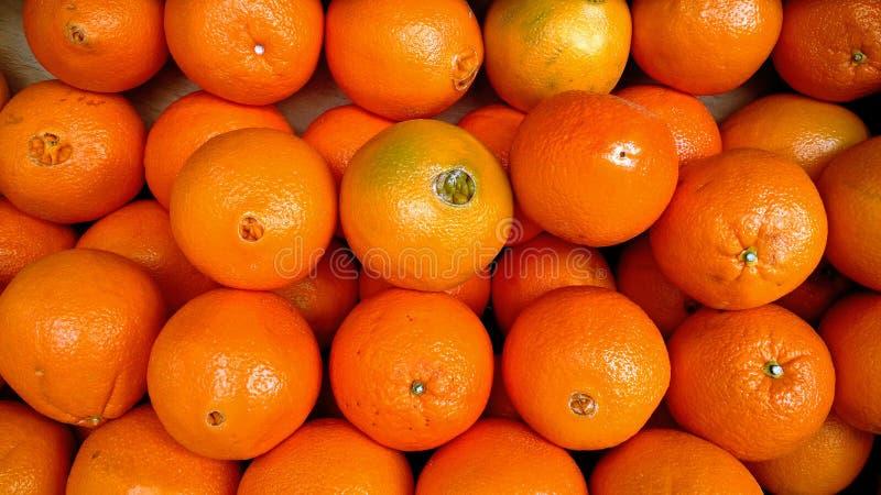 在水果市场摊位的桔子 库存照片