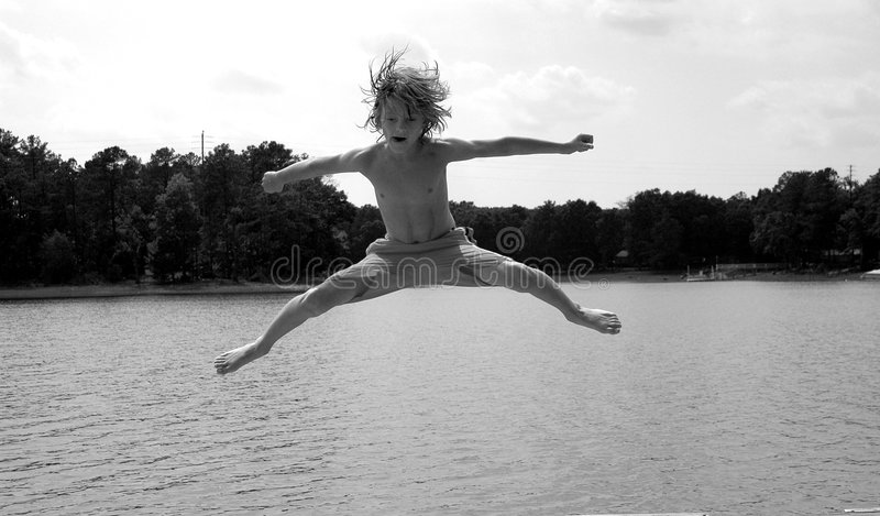 在水的男孩 库存图片