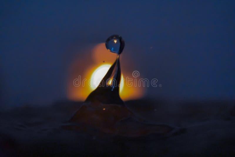 在水里面的火 免版税库存图片