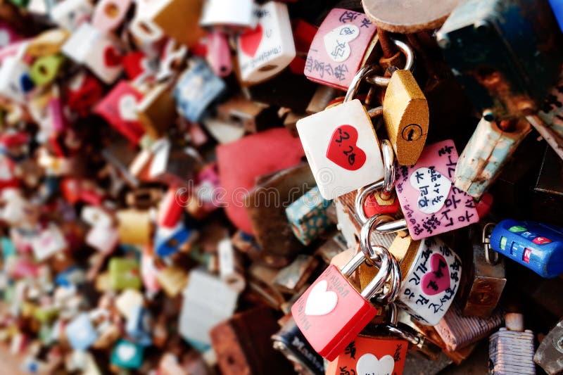 在汉城塔的爱挂锁 免版税库存图片