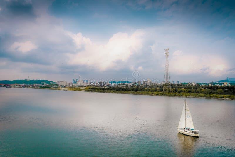 在汉城市韩国设置风帆 免版税库存图片