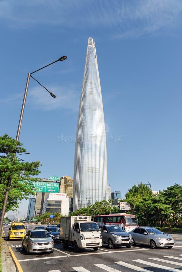 在汉城,韩国街市的乐天世界塔  库存图片