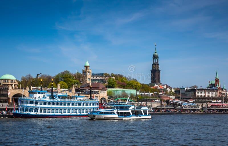 在汉堡港口的船 图库摄影