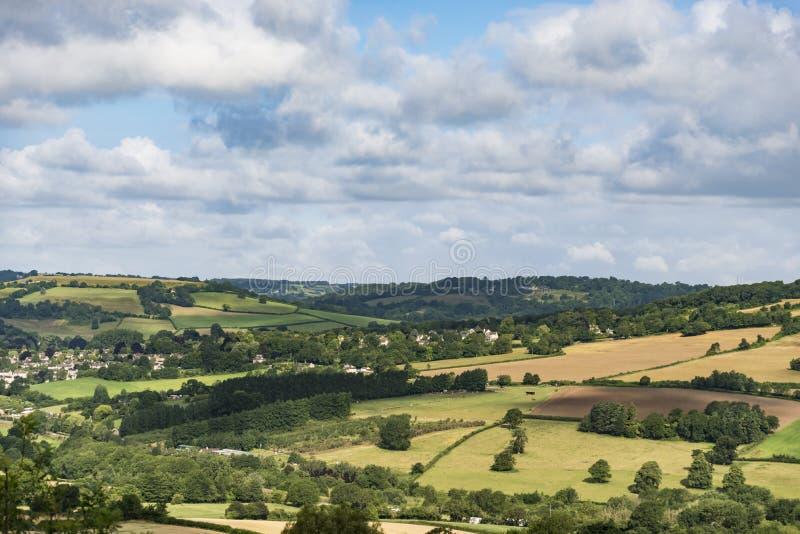 在汉普郡威尔特郡边界的风景场面 图库摄影