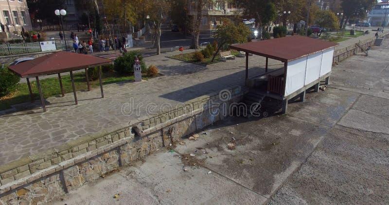 在江边的鱼市保加利亚语的波摩莱 免版税图库摄影