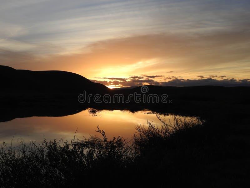 在池塘的加利福尼亚日落 免版税库存图片