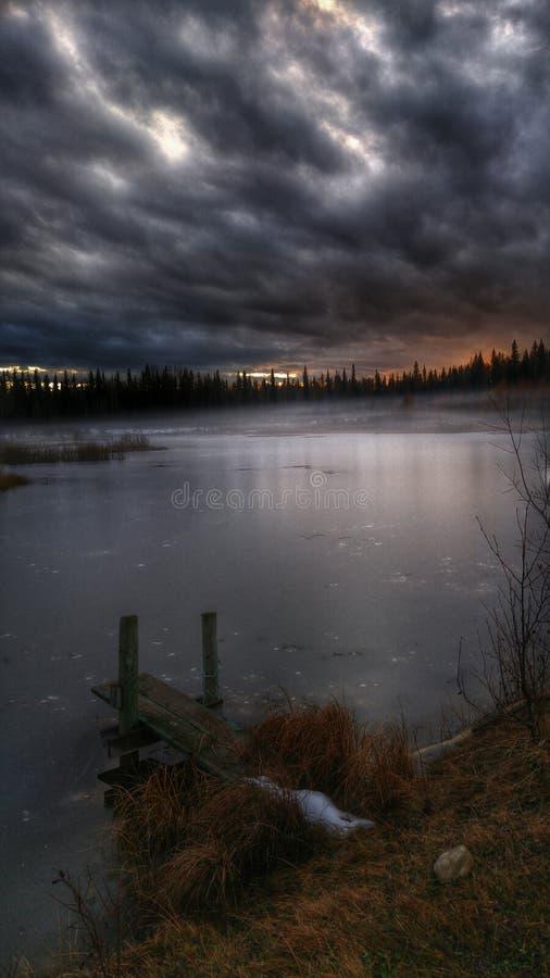 在池塘的日落 库存图片