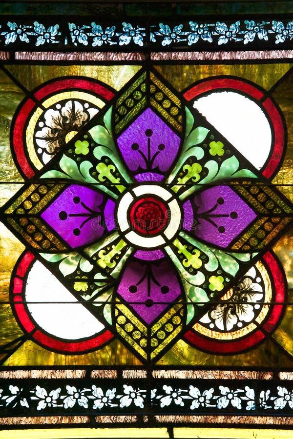 在污迹玻璃窗里集中的英国兰开斯特家族族徽 库存照片