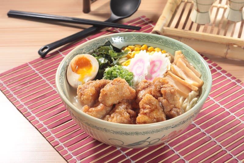 在汤的日本拉面面条 图库摄影