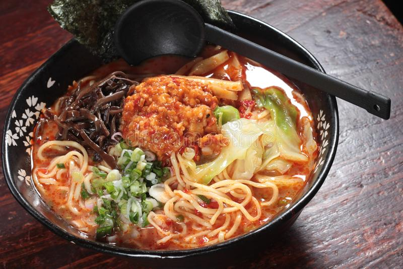 在汤的日本拉面面条 免版税库存照片