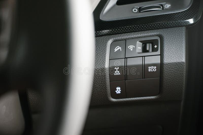 在汽车一边的控制 免版税库存照片