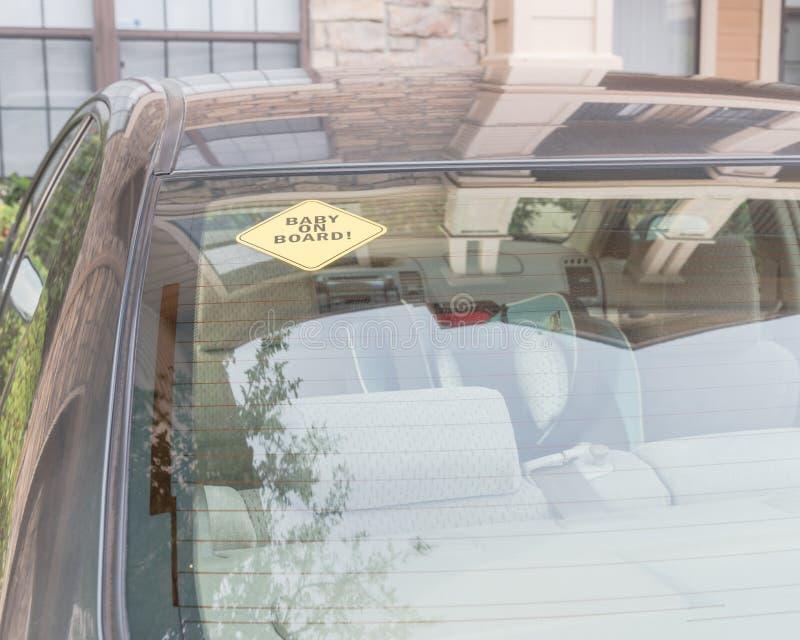 在汽车后窗的婴孩在船上贴纸 库存图片