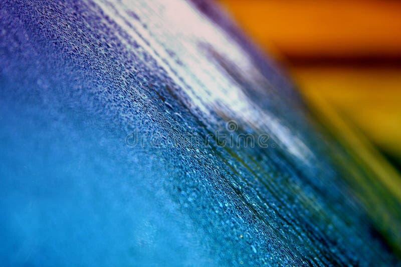 在汽车挡风玻璃的雨珠 免版税库存图片