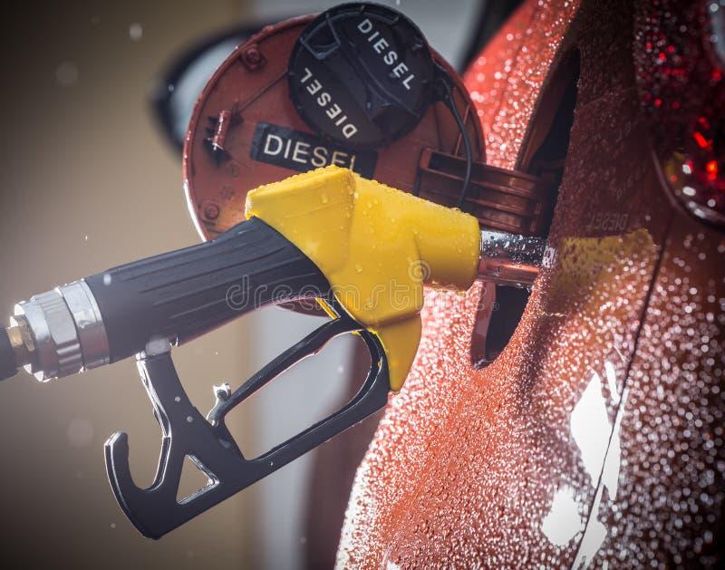 在汽车的汽油分配器 库存照片