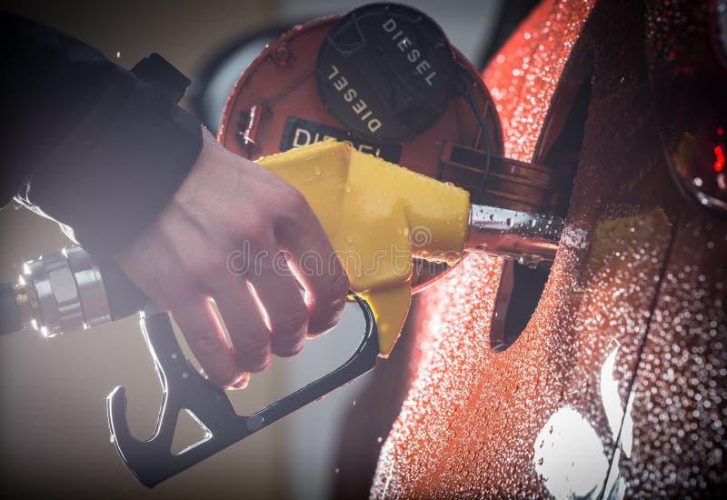在汽车的汽油分配器 免版税图库摄影