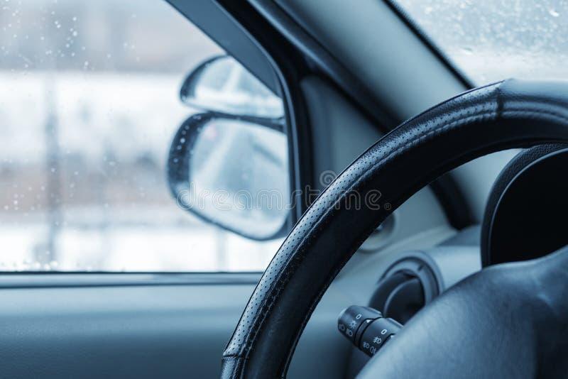 在汽车里面的一个看法 库存照片
