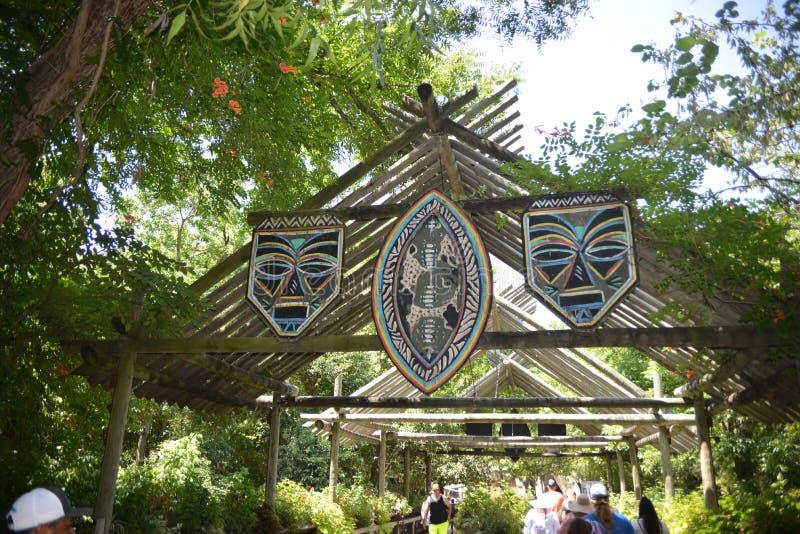在沃思堡动物园入口的非洲面具,沃思堡,得克萨斯 免版税图库摄影