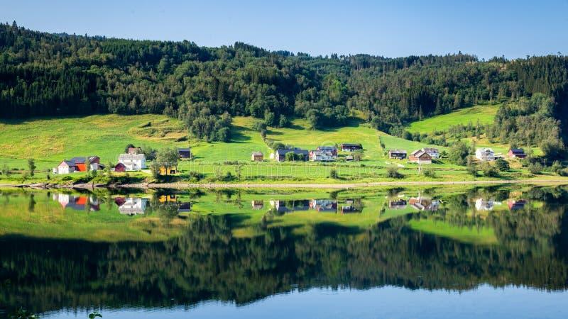在沃斯霍达兰县附近的村庄在挪威 库存图片