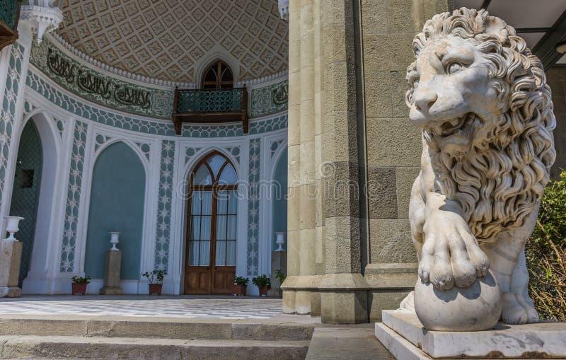 在沃龙佐夫宫殿的大理石狮子在阿卢普卡附近 免版税库存图片