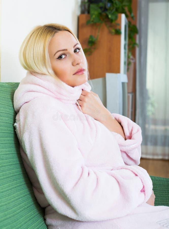 在沈默的沮丧的女性开会 免版税库存图片