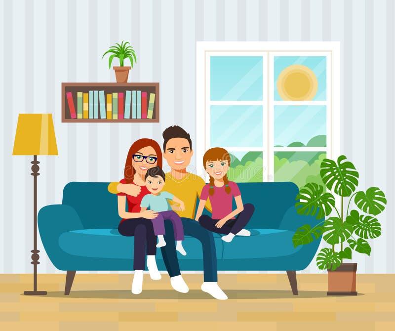 在沙发的微笑的家庭在客厅 皇族释放例证
