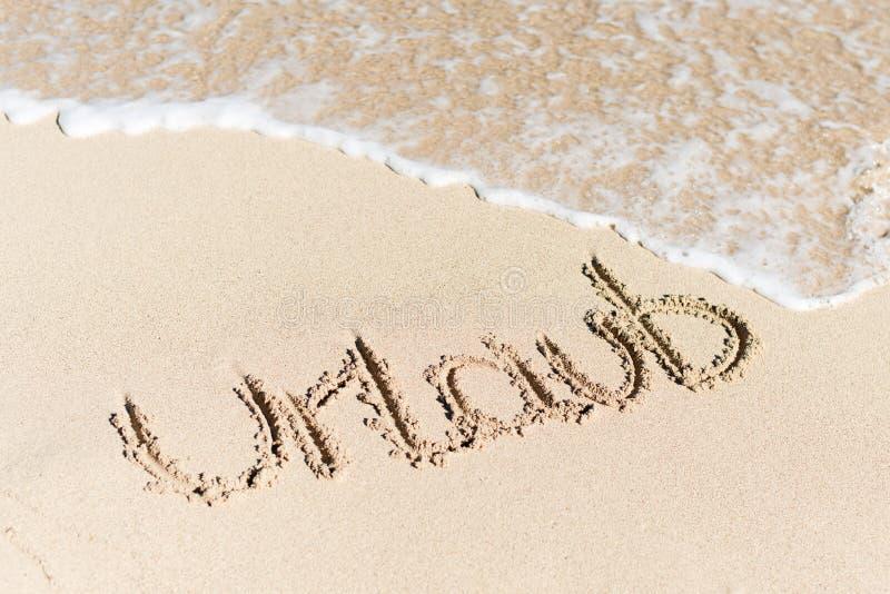 在沙子写的Urlaub由水海浪 免版税图库摄影