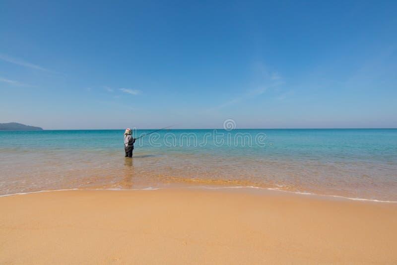 在沙子海滩的渔夫渔 免版税库存照片