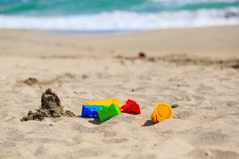 Download 在沙子海滩概念的孩子戏剧 库存照片. 图片 包括有 沙子, 节假日, 没人, 概念, 迈阿密, 城堡, 塑料 - 72369084