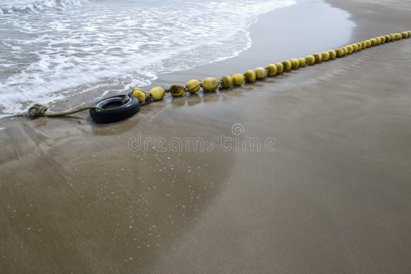 在沙子海滩的浮体, 免版税库存照片
