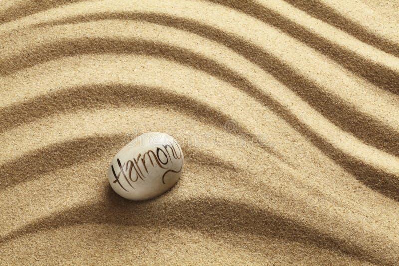 在沙子的和谐小卵石 库存照片