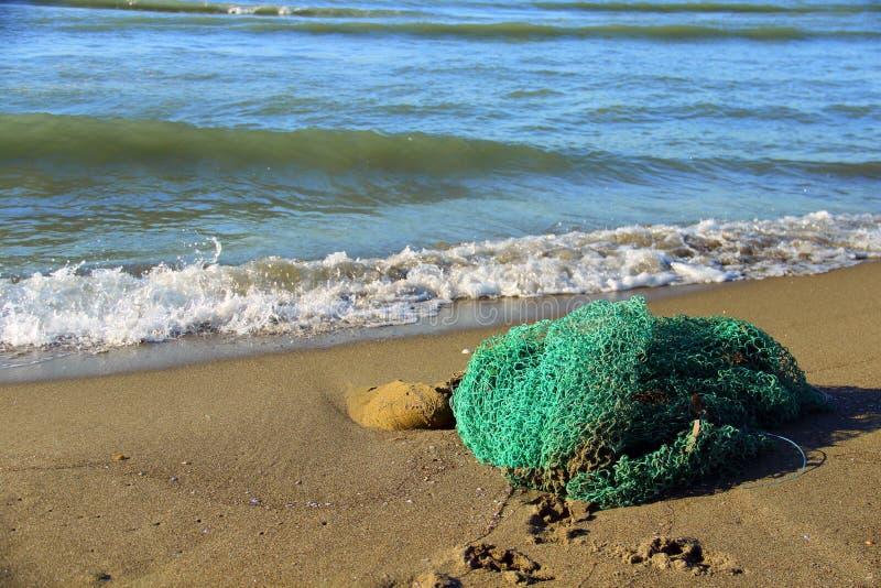 在沙子的捕鱼网 免版税库存图片