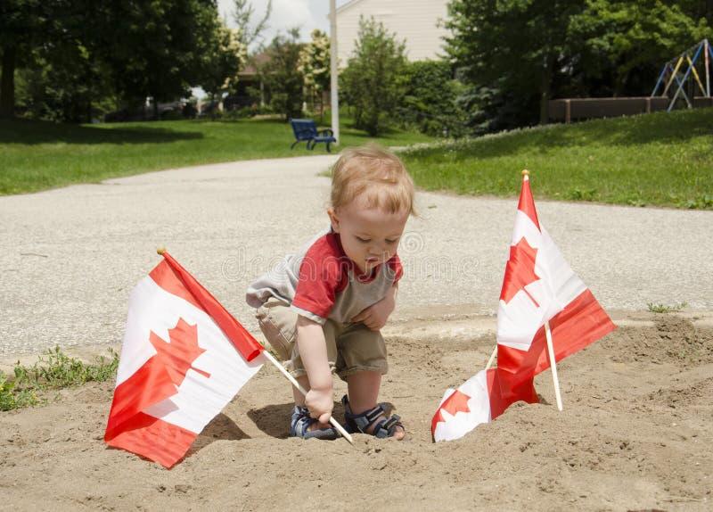 在沙子的旗子 免版税库存照片
