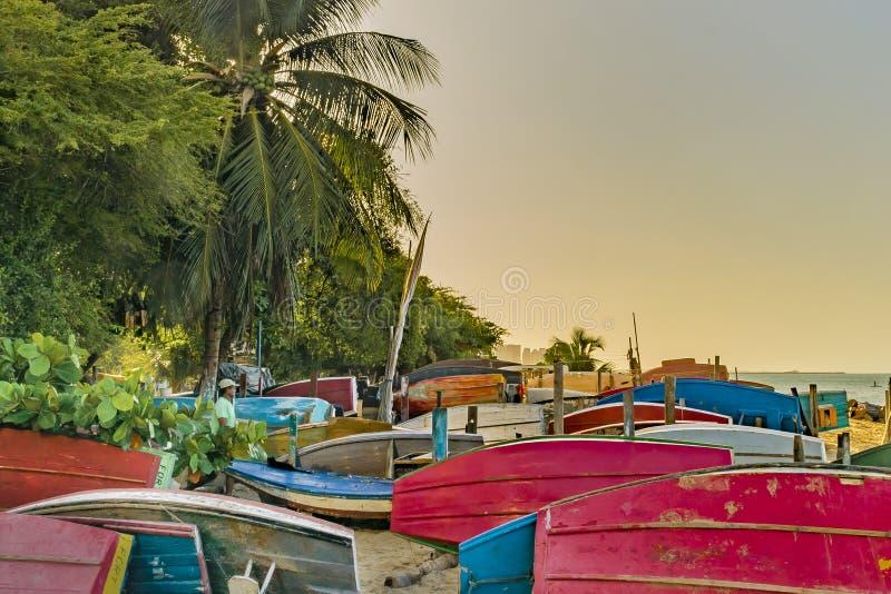 在沙子的渔船在福特莱萨海滩 免版税库存照片