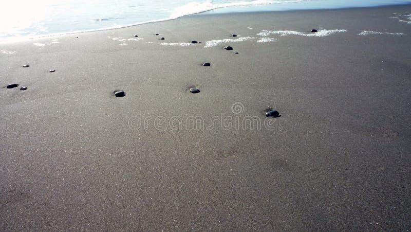 在沙子的石头 免版税库存照片