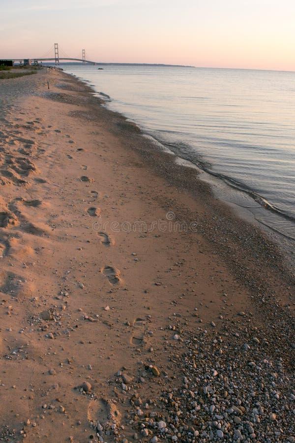 在沙子的脚印 免版税库存图片