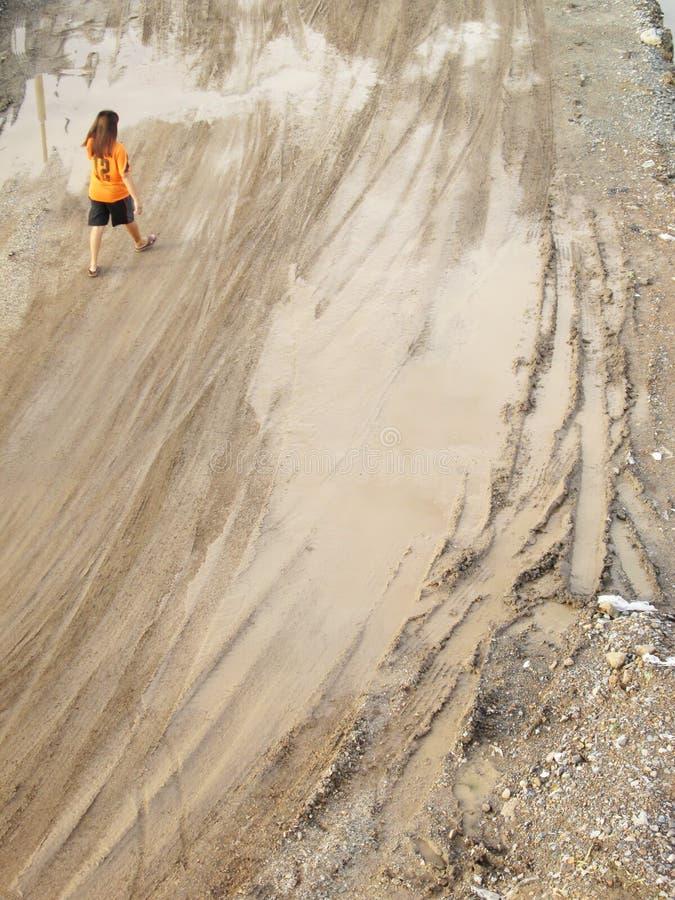 在沙子的轮子轨道 库存图片