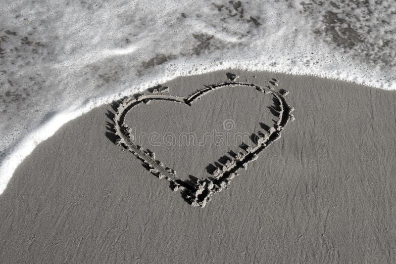 在沙子的重点 黑白 免版税库存图片