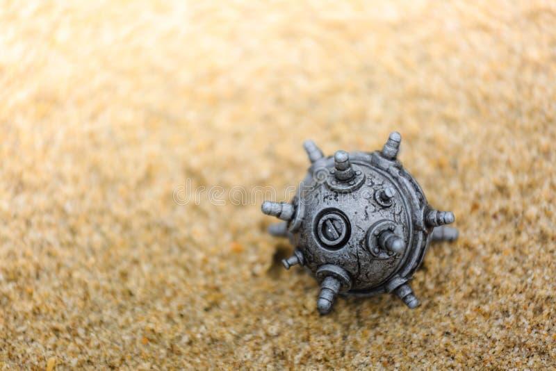 在沙子的银色颜色矿玩具 库存图片
