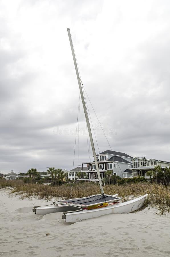 Download 在沙子的风船 库存照片. 图片 包括有 风景, 环境决定一切论, 小船, 云彩, 沙子, 地产, 体育运动 - 30325692