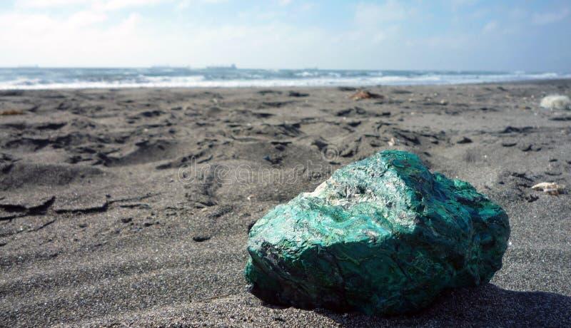 在沙子的Chrysocolla 库存图片