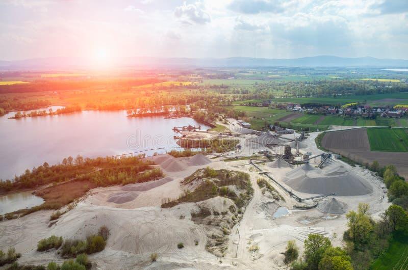 在沙子矿的日落 库存图片