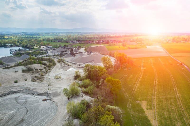 在沙子矿的日落 免版税库存图片