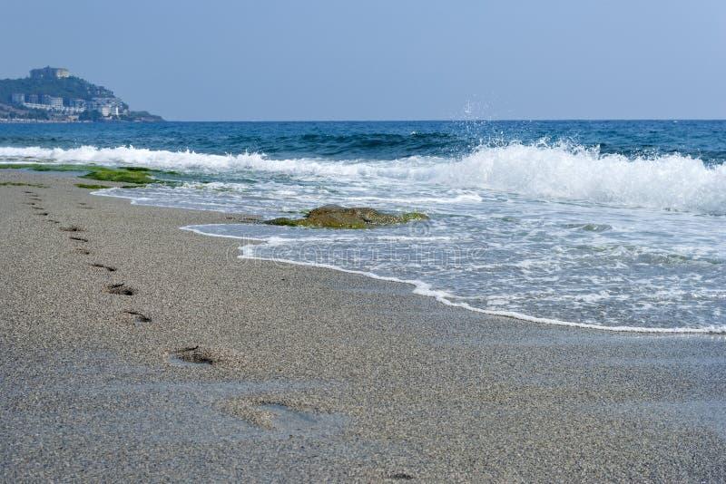 在沙子,地中海,水的脚印,挥动 库存图片