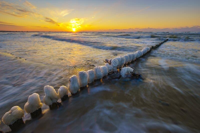 在沙滩的美好的日落在P的沃林海岛上 免版税库存照片