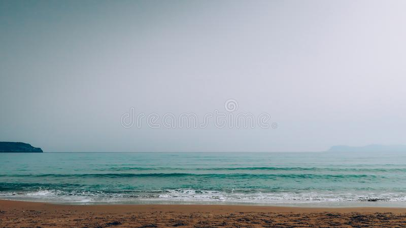 在沙滩的软的美丽的海浪 库存照片